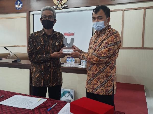 Penandatanganan MoU SMK Negeri 1 Tasikmalaya dengan Telkom University Bandung - Program Pendampingan SMK Pusat Keunggulan 2021